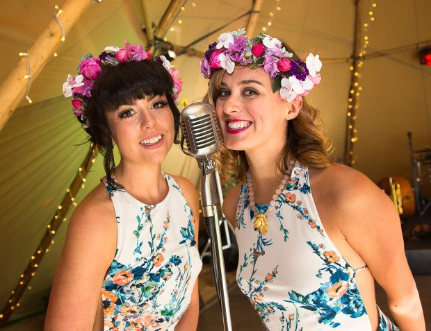 Flowery Singers for Festival Themed Party