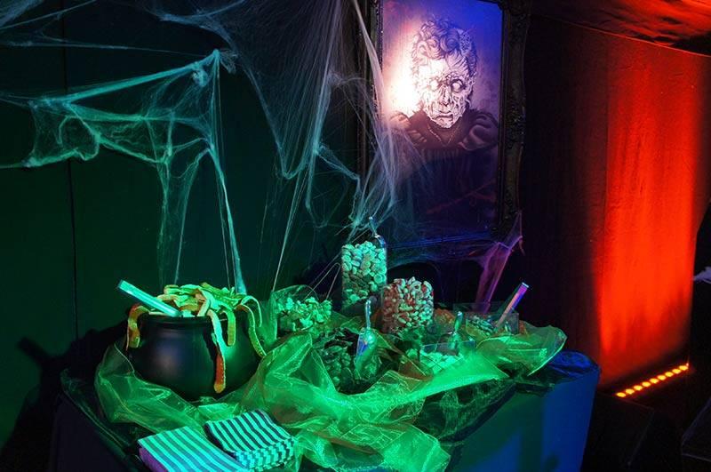Halloween_treat_table